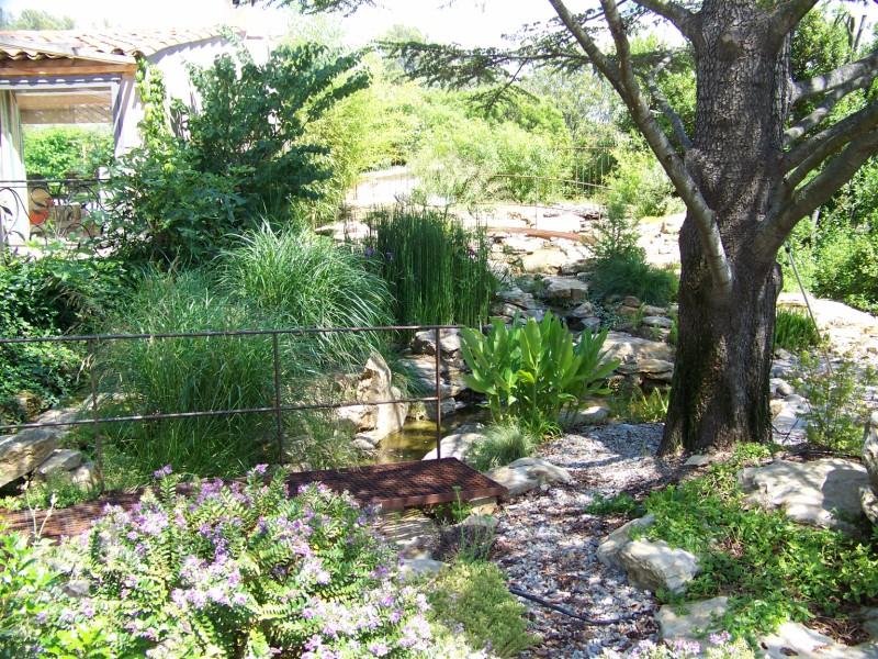 Cascades et bassins sur le jardin du belleouve la cadieres d 39 azur bandol hy res pierres for Creation d un etang de jardin
