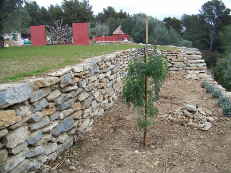 Cr ation mur de restanque et engazonnement sur la r gion for Amenagement jardin restanque