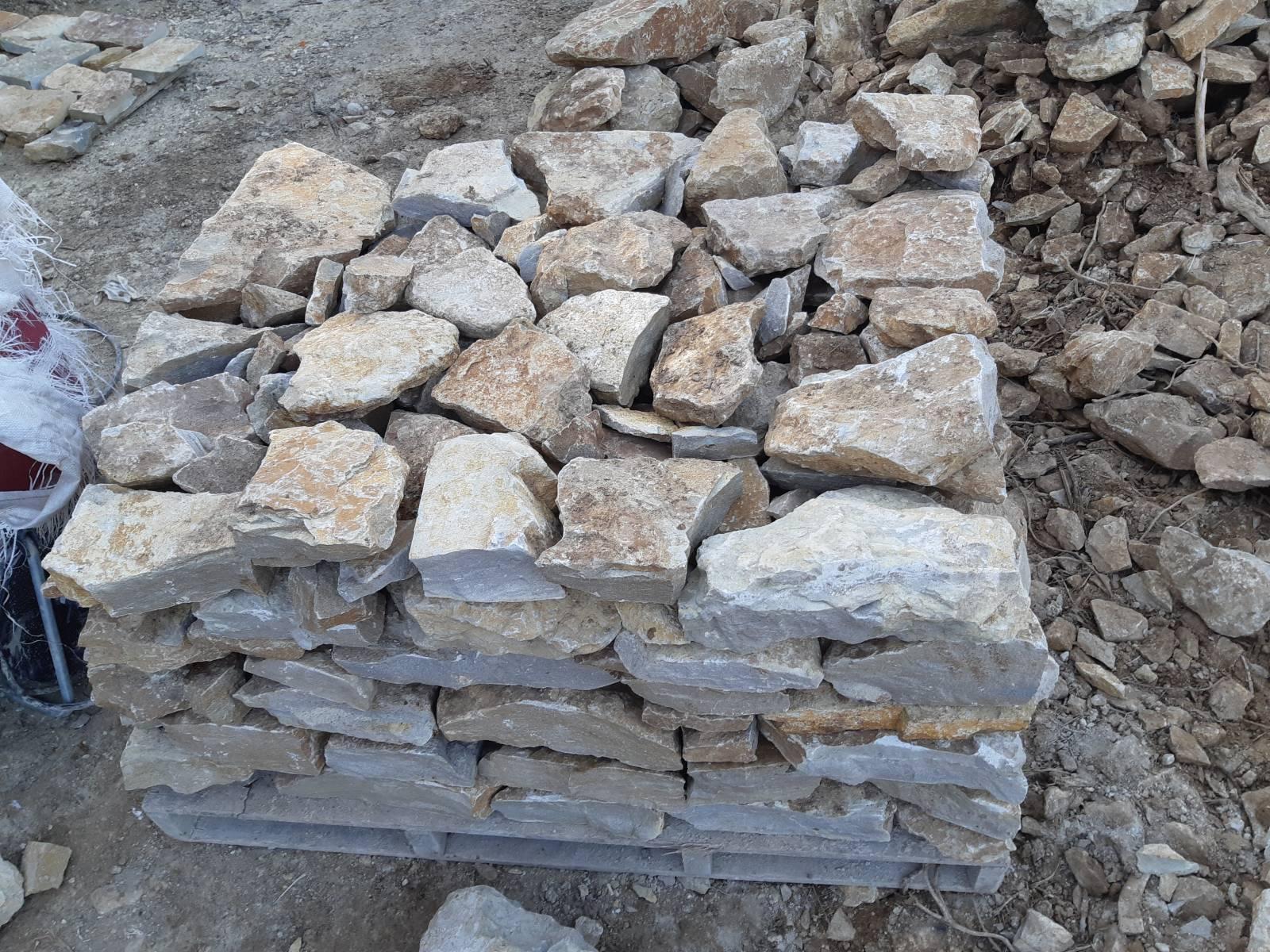 trouver des pierres pour muret am nagements paysagers et vente de pierres sur ollioules d co. Black Bedroom Furniture Sets. Home Design Ideas