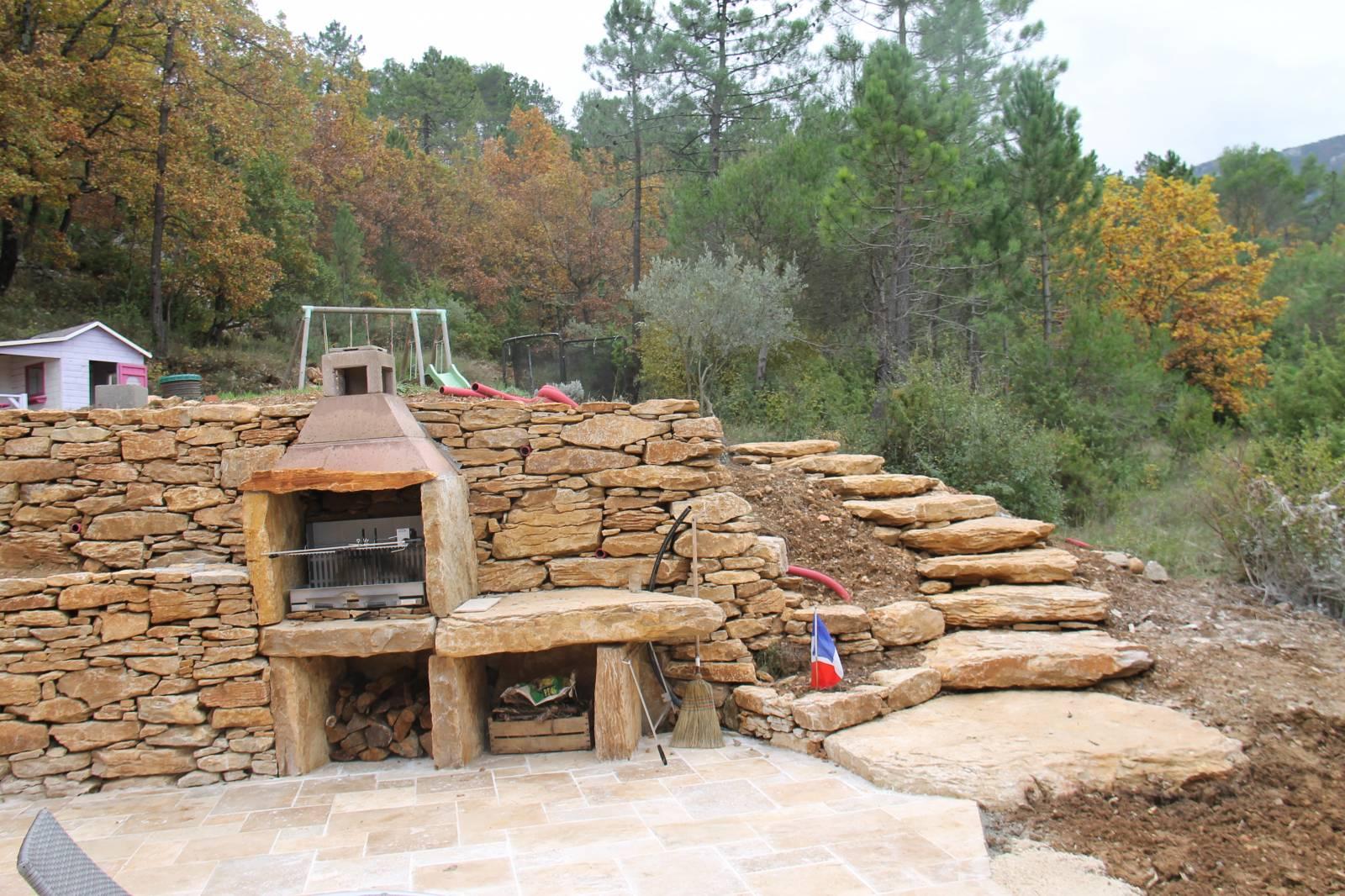 Barbecue En Pierre De Parement création d'un barbecue en pierres massif sur mazaugue