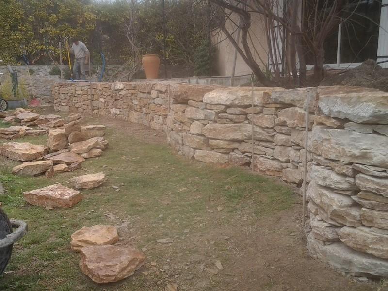 Creation d 39 un muret en pierre a aix en provence bandol hy res pierres de provence - Plantes bassin de lagunage aixen provence ...