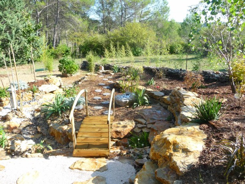 Cr ation d 39 un jardin sec zen sur brignole bandol hy res for Creation jardin sec