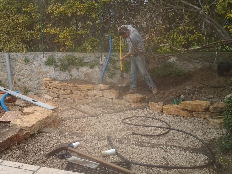 Creation d 39 un muret en pierre a aix en provence bandol - Plantes bassin de lagunage aixen provence ...