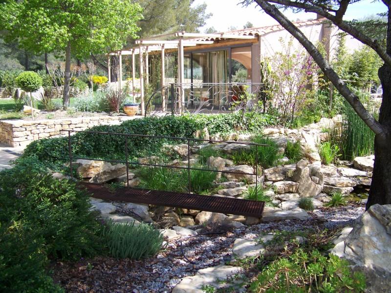 Cascade sur la cadiere d 39 azur paysagiste bandol deco verte for Acheter un bassin de jardin
