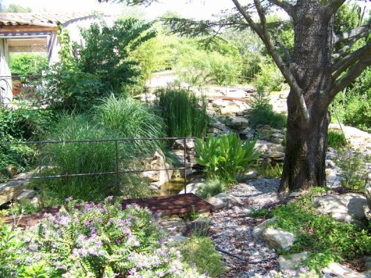 Cr ation d 39 un bassin et de 2 cours d 39 eaux sur le jardin du belleouve a la cadieres d 39 azur for Creation bassin de jardin
