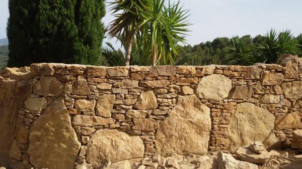Mur de cl ture sur bandol bandol hy res pierres de provence - Construire un muret en pierre ...
